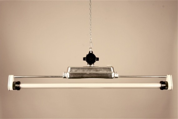 neonlampen vintage industrie lampe arnstadt 1 auf beutekunst. Black Bedroom Furniture Sets. Home Design Ideas